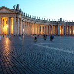 Bernini's_colonnade_-_St._Peter_Sq._-_Vatican - Creative Commons 2.0 generic license